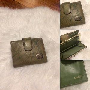 🦋2/$10 3/$15 4/$18 5/$20 Vintage Leather Wallet